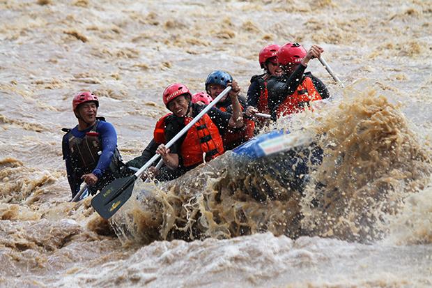 sabah travel centre, white water rafting, padas river, beaufort, kota kinabalu, kk, borneo, adventure, raging rapids, mount kinabalu, expedition borneo, via ferrata, lows peak, south east asia