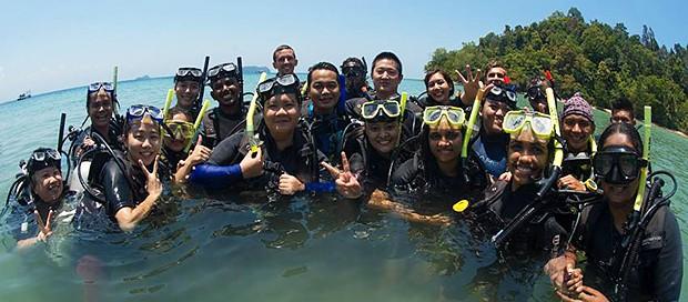 marine tourism, unique educational program, universiti malaysia sabah, downbelow marine wildlife adventures, nature, kota kinabalu, sabah, borneo, malaysia, try dive, padi discover scuba diving, underwater environment, group travel, tar marine park, mount kinabalu, conservation program, outreach activities