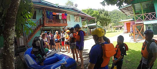 expedition borneo, travel, adventure group, padas river, white water rafting, danish travellers, travelling malaysia, sabah, borneo, exotic, tropical, holiday, gap year, north borneo railway company